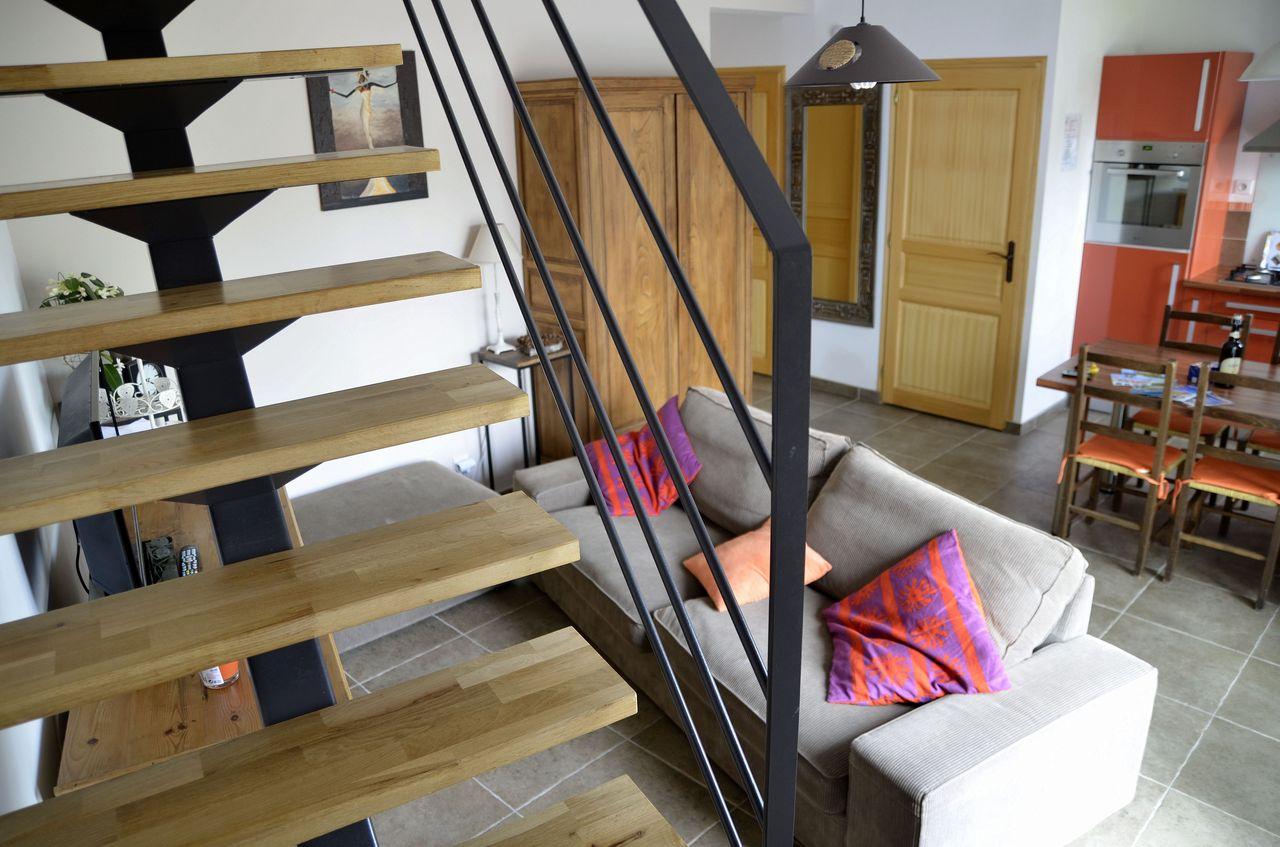 Vue du salon depuis l'escalier